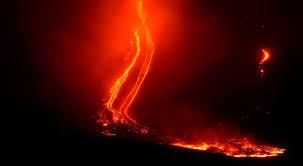 Graves daños deja Erupción Volcánica y Terremoto en Italia
