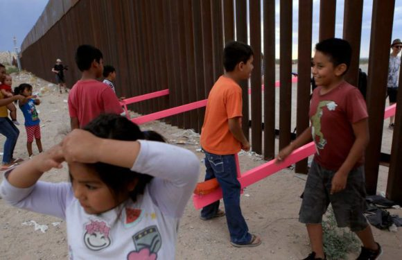 """Balancines en la frontera entre México y EE UU: """"Son suturas para reparar la división"""""""