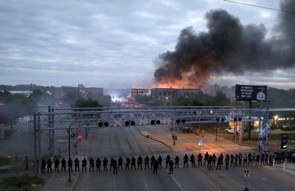 Arde EE.UU tras la muerte de George Floyde; Saqueos, comisaría en llamas y despliegue de la Guardia Nacional