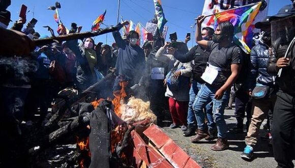Gobierno de Bolivia denuncia a Evo Morales por protesta contra postergación de elecciones