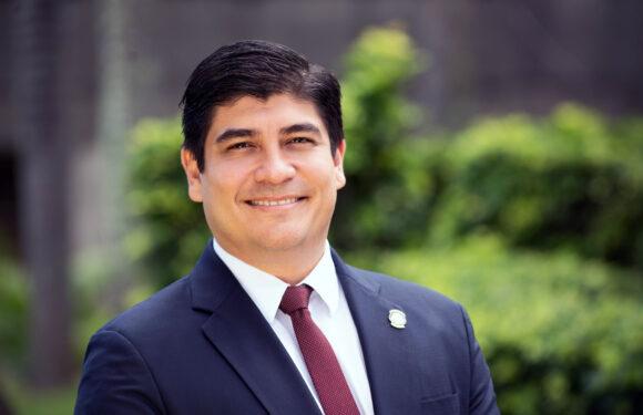 Carlos Alvarado vetó la ley de pesca de arrastre
