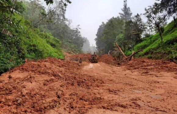 CNE inspecciona daños por lluvia en Santa Ana, Mora y Puriscal